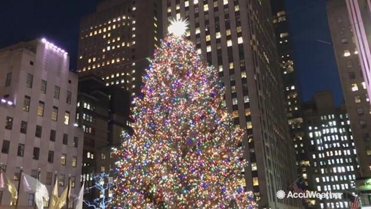 Rockefeller Center Christmas Tree.Rockefeller Center Christmas Tree Lights Up For Holidays