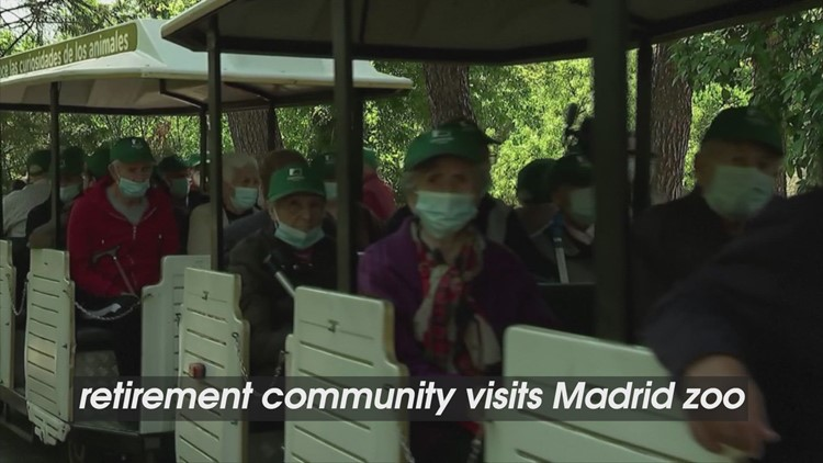 New Beginnings! Madrid Zoo Gives Tour to Retirement Home Residents on First Outing!