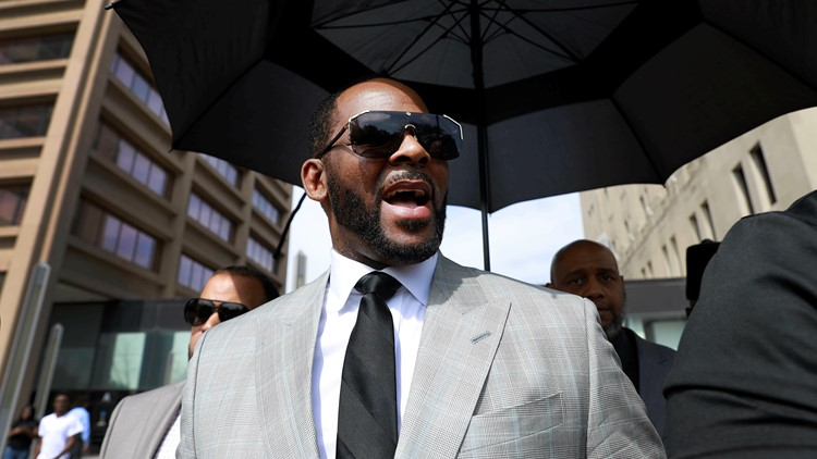Judge orders R. Kelly to remain in jail without bond