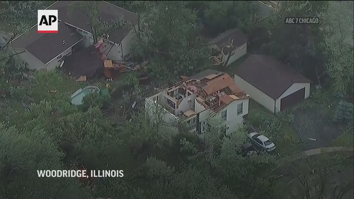 Tornado sweeps through suburban Chicago, causing damage