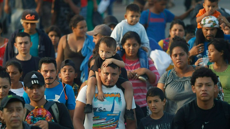 Hundreds of Central American migrants Mexico Migrants June 5 AP