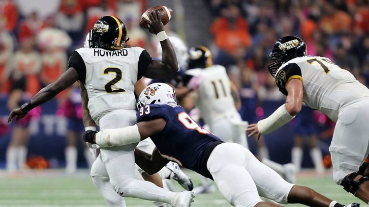 UTSA's Marcus Davenport, putting the clamps on Southern Miss quarterback Keon Howard last season, was named Conference USA Defensive Player of the Year as a senior.  Photo by Antonio Morano (Antonio Morano bit.ly/XR79FT) / Special to Kens5.com