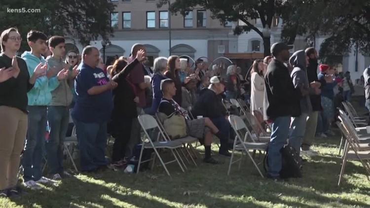 In spite of destruction, Travis Park Church holds Sunday service outdoors