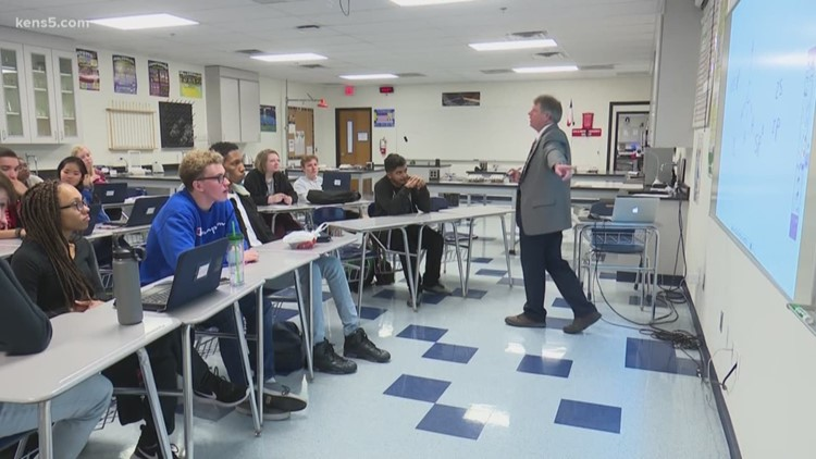 Science teacher brings real life experience into the classroom | EXCEL