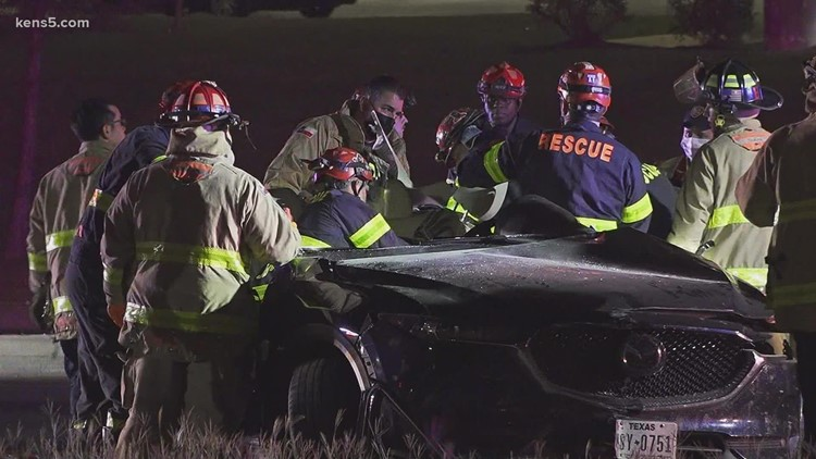 3 dead after early-morning crash on far west side, SAPD says