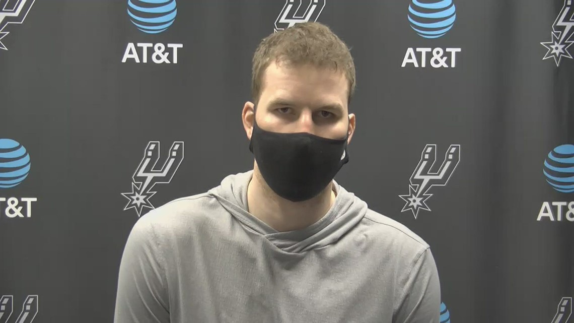 Jakob Poeltl speaks about his two-way role and San Antonio's fight after 124-113 OT loss to Brooklyn