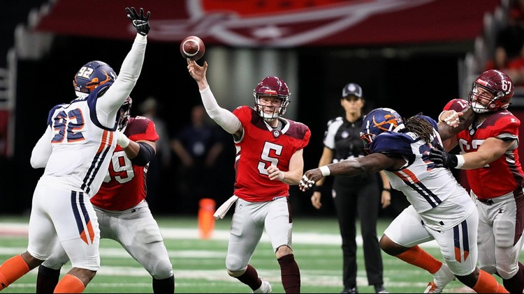 Commanders quarterback Logan Woodside passing against Orlando 02172019