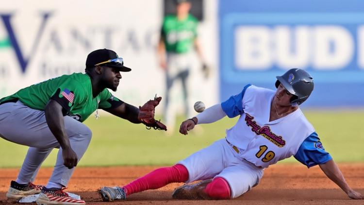 The TCL Flying Chanclas score 13 runs in Saturday night win