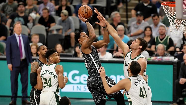 BKN Spurs forward shoots against the Bucks 03102019