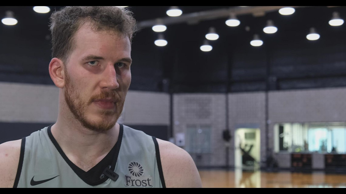 Jakob Poeltl speaks about Luka Samanic being waived by Spurs