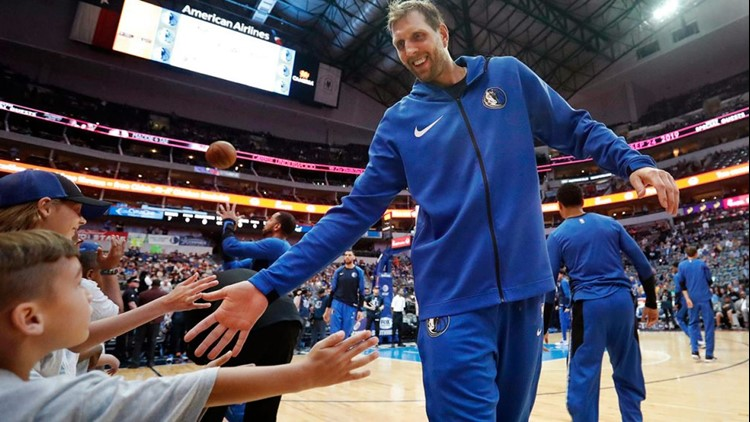 BKN Dallas Mavericks forward Dirk Nowitzki reaches out to young fans while warming up