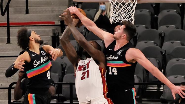 DeRozan, Spurs burned by Heat in Wednesday loss