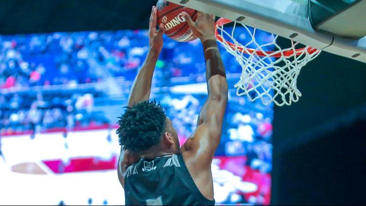 Steele senior guard DeVaughn Rider dunks in state semifinal game