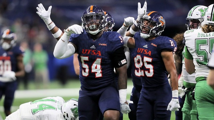 FBC UTSA defensive players Kevin Strongt Jr. and Carl Austin III celebrate during game vs. Marshall_1511074253063.jpg