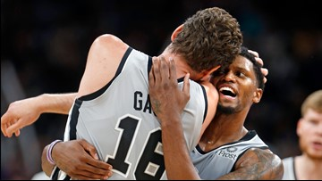 Spurs defeats Mavs, 105-101, after falling into early hole