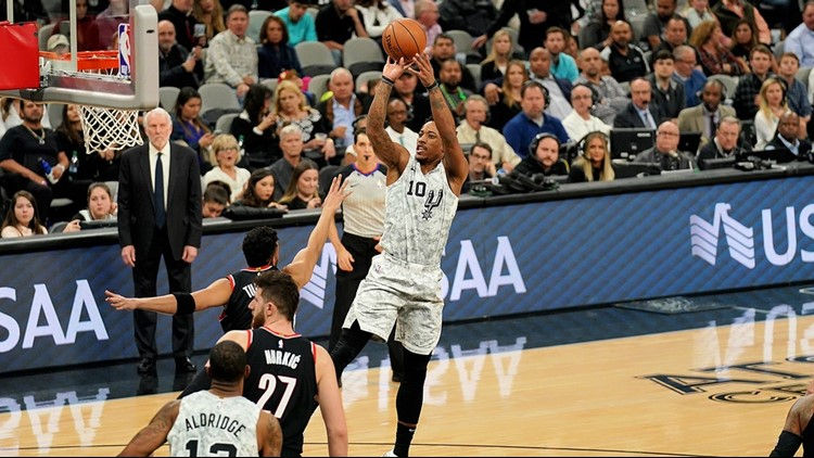 BKN Spurs guard DeMar DeRozan shooting against the Blazers