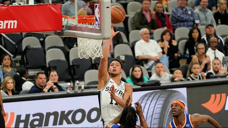 Spurs guard Bryn Forbes shoots against the Knicks 03152019