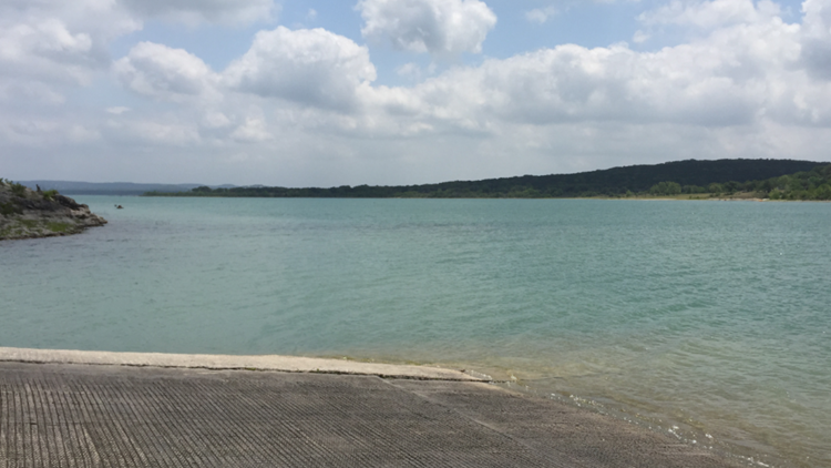 Two people swim to shore after small plane crashes into Canyon Lake