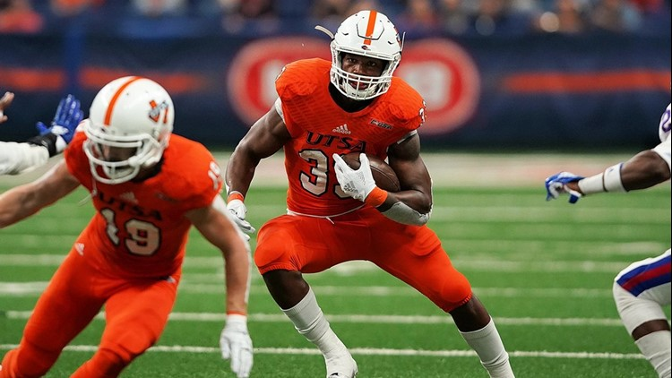 FBC UTSA running back B.J. Daniels looks for yardage against Louisiana Tech_1541880529892.jpg.jpg