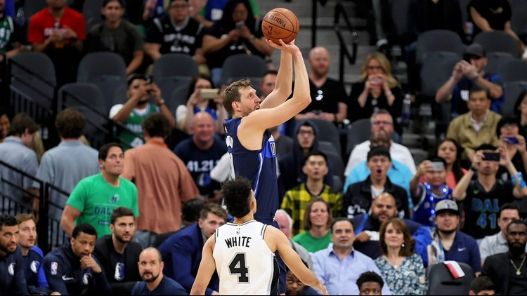 BKN Dallas Mavericks forward Dirk Nowitzki shoots against the Spurs