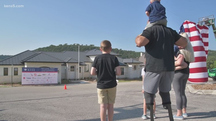 San Antonio veteran and amputee moves into new, accessible home thanks to actor's foundation