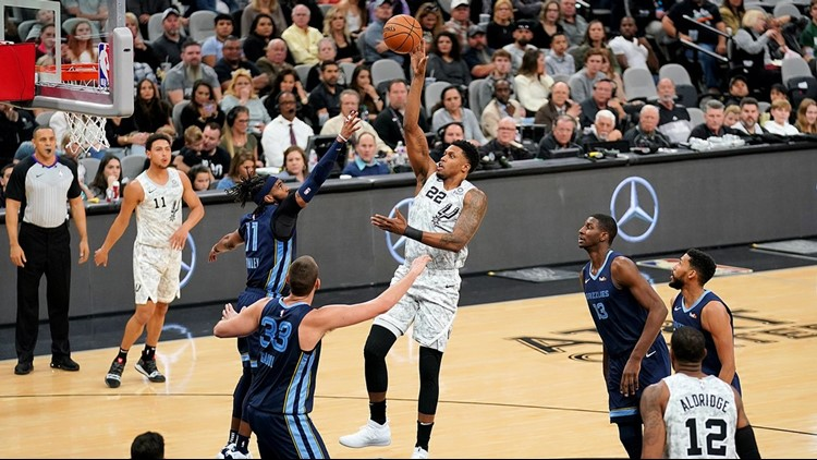 Spurs forward Rudy Gay goes up for a shot against the Grizzlies 01052019
