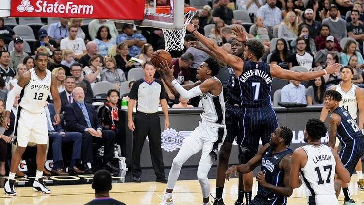 BKN Spurs point guard Dejounte Murray goes to the basket against the Magic in 2019 preseason opener