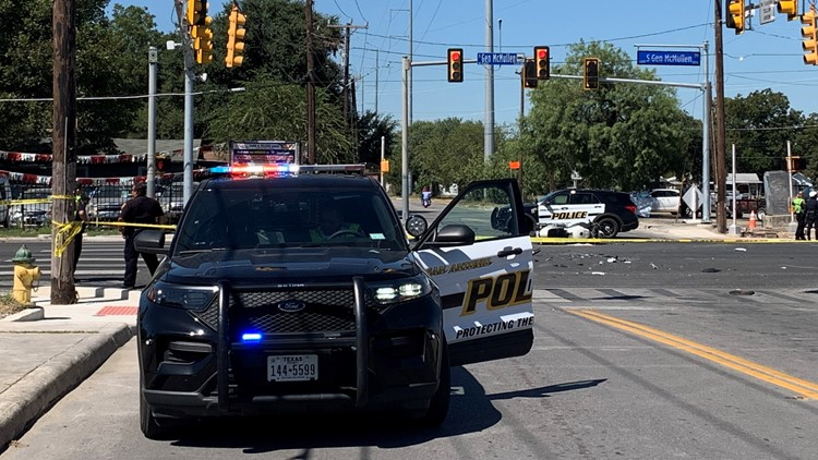 Motorcyclist dies in crash on west side