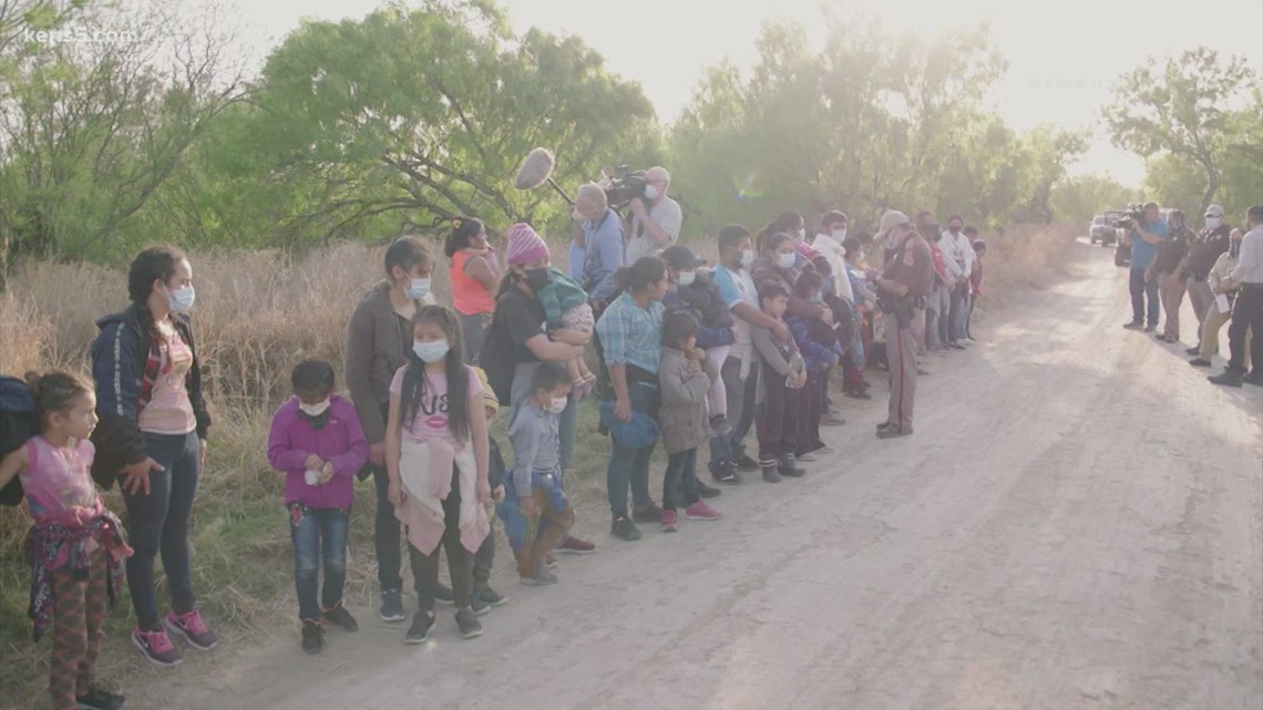 Texas lawmakers announce bipartisan bill to tackle surge in asylum-seekers arriving at border