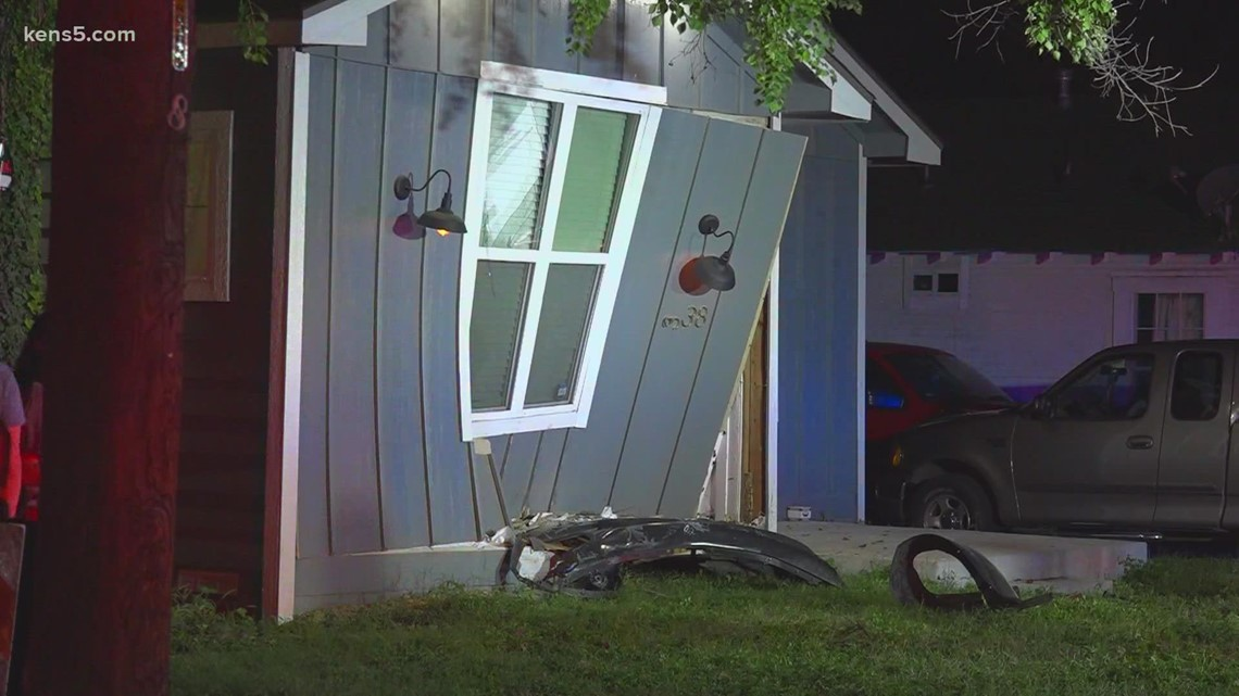 Driver leaves obvious clue after crashing into a house