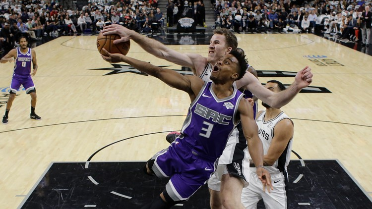 Dejounte Murray hits jumper to give Spurs 105-104 overtime victory against Kings