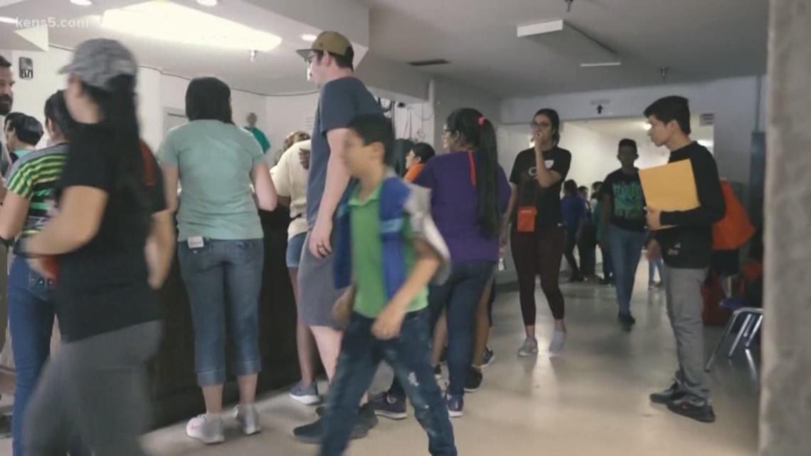 Spring breakers help migrants at border