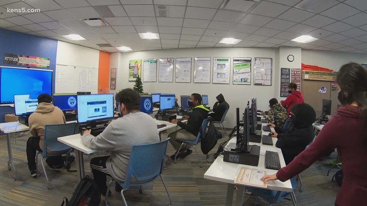 Alamo Colleges expands scholarship program, making higher education a reality for hundreds more San Antonio-area students