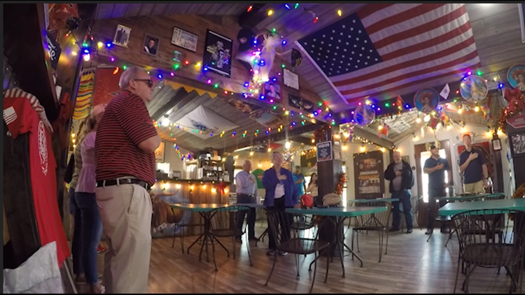 Boerne restaurant becomes known for weekly national anthem performance