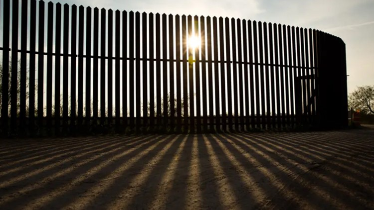 Gov. Greg Abbott promised 'transparency and accountability' for border wall donations | But donors don't have to use real names