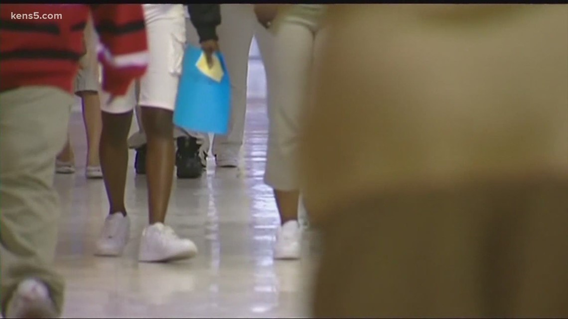 Some San Antonio school districts cancelling prom for second consecutive year