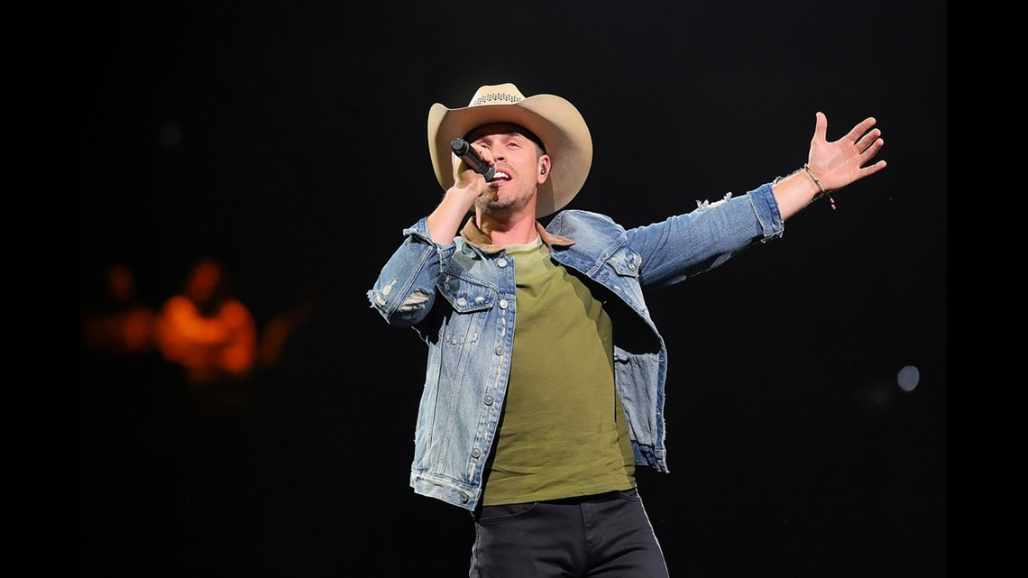 Dustin Lynch Brings Down The House On Day 3 Of Sa Stock