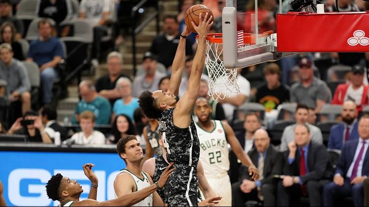 BKN Spurs point guard Derrick White in action against the Bucks 03102019