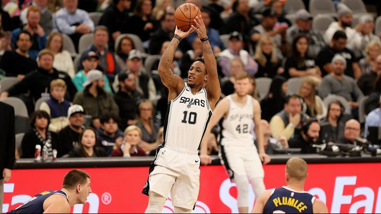 Spurs guard DeMar DeRozan shoots against the Nuggets 03042019