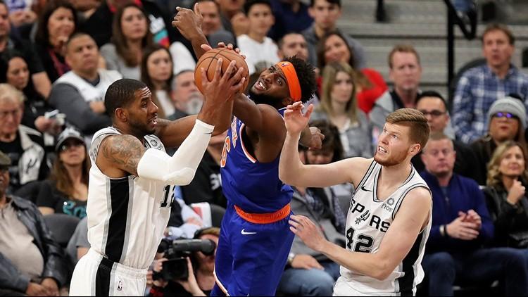 BKN Spurs forward LaMarcus Aldridge battles Knicks center Mitchell Robinson for a rebound