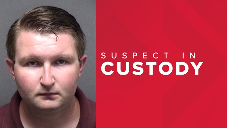 Man who gave trumpet lessons to Floresville ISD students charged with online solicitation of a minor