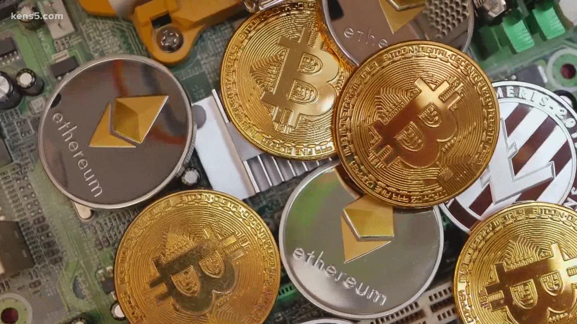 tien ao bitcoin)
