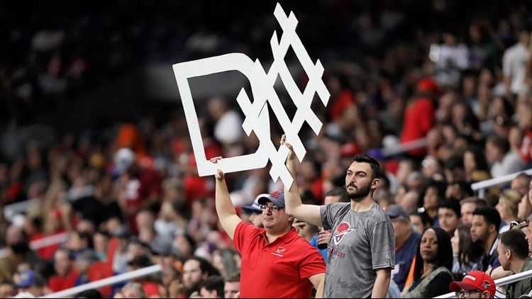 FBN Commanders fans show their support for the team's defense