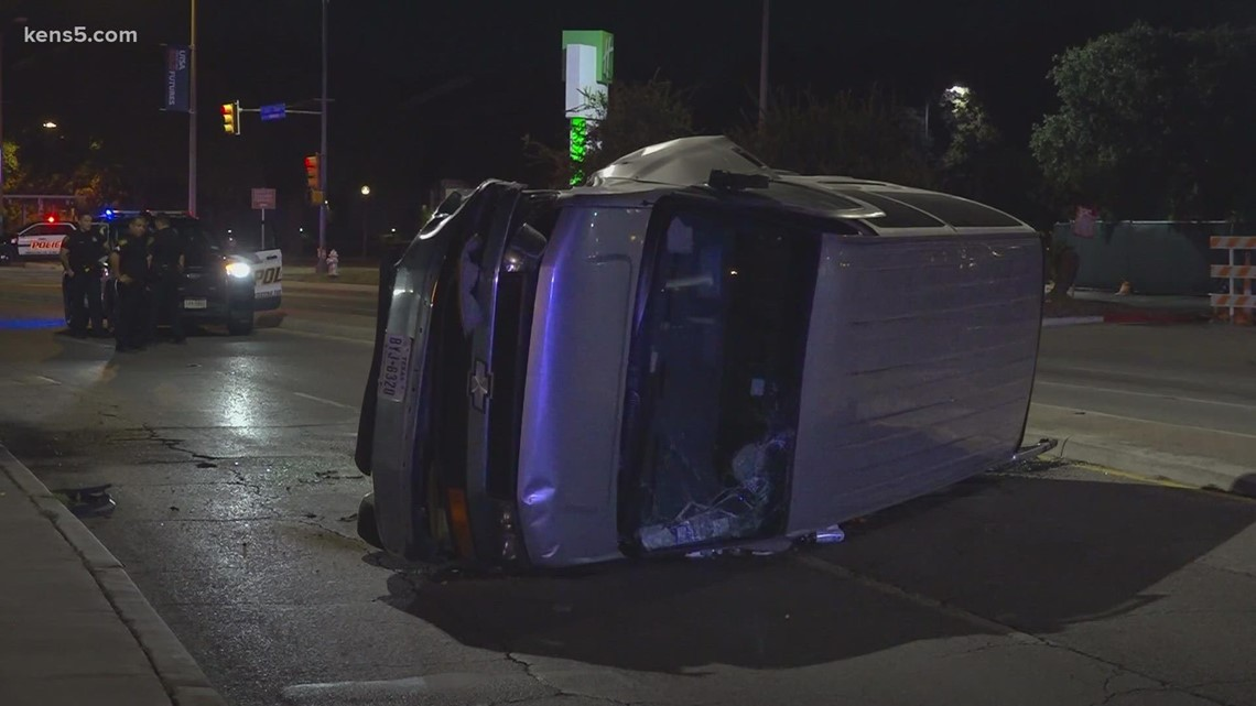 Man arrested for DWI after crashing into pole downtown