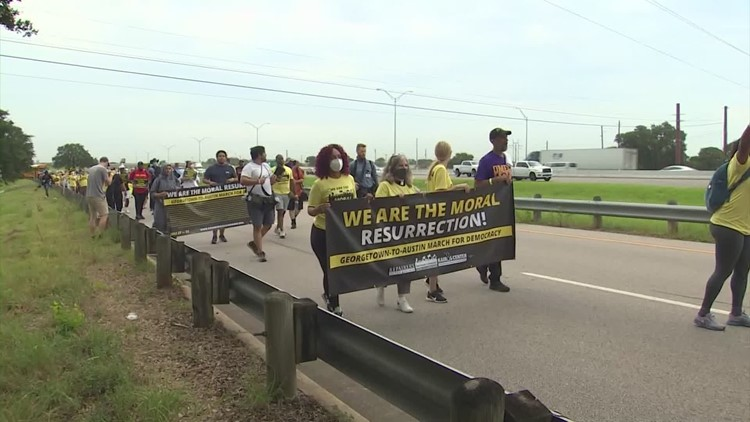 'They're taking action' | Beto O'Rourke, activists begin march to Austin for voting rights reform