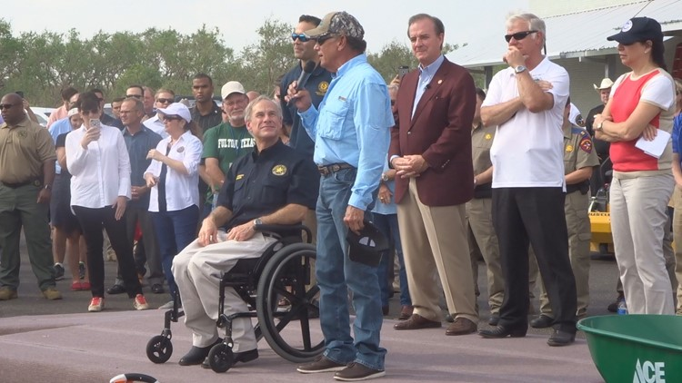Kens5 george strait returning to houston livestock show george strait joined gov greg abbott for a meet and greet event in rockport texas a community in the process of rebuilding after hurricane harvey m4hsunfo Gallery