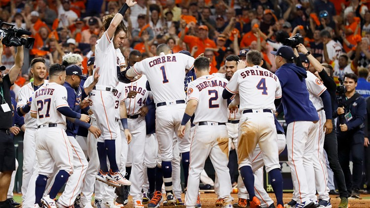 Carlos Correa hits walk-off HR to give Astros 3-2 win over Yankees in ALCS Game 2