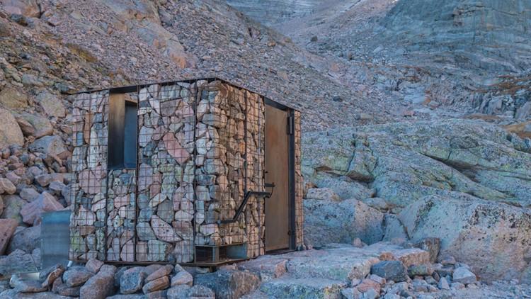 Longs Peak bathroom 2