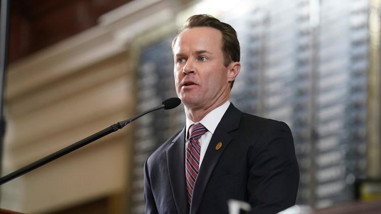 No Democrat boards House Speaker Dade Phelan's chartered plane back to Texas