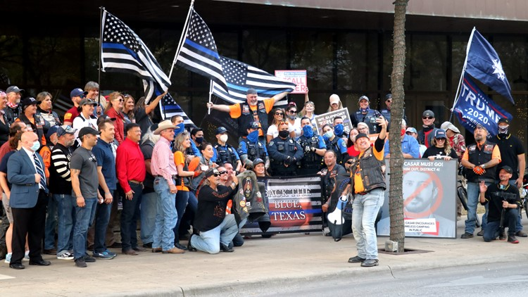 Group protests Mayor Adler in Downtown Austin; police association responds to officer photos